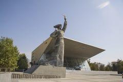 Статуя рассвета около театра кино Стоковое Изображение