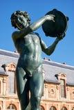 Статуя ребенка в Jardin de Diane стоковые изображения rf