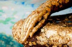 статуя руки золота Будды Стоковое Изображение