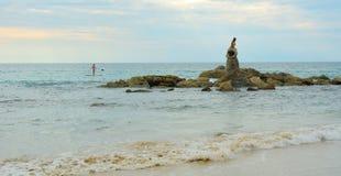 Статуя русалки на пляже Стоковая Фотография