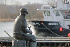 Статуя рыболова мемориальная в Steveston стоковые изображения rf