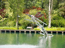 Статуя светляка в пруде Стоковые Изображения