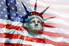 Статуя свободы - - верхний слой флага США Стоковые Изображения