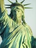 Статуя свободы крупного плана греясь в солнечном свете Стоковые Изображения