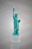 Статуя свободы на темном флаге Америки Стоковые Фотографии RF