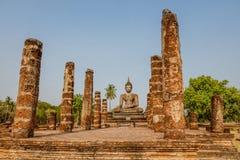 Статуя сидеть Будда на Wat Mahathat, парке Sukhothai историческом, Таиланде Стоковые Фотографии RF