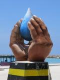 Статуя символа в Maafushi, Мальдивах стоковые фотографии rf