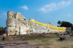 Статуя сна Будды в виске lokayasutharam wat стоковые изображения