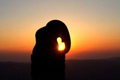 Статуя слона на sneznik Kralicky на восходе солнца Стоковые Изображения RF