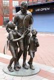 Статуя тенниса на короле Национальн Теннисе Центре Билли Джина в топить, NY стоковое изображение rf