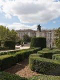 Статуя Филиппа четвертый и регулярн парк Стоковые Изображения