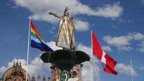 Статуя фонтана Manco Capac золотая в Cusco, Перу видеоматериал