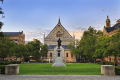 Статуя фронта университета ADE стоковое фото rf