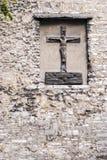 Статуя Христоса на древней стене Стоковые Изображения RF