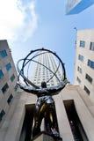 Статуя центра и атласа Рокефеллер в Нью-Йорке Стоковые Фото