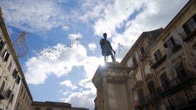 Статуя человека на улице европейского города шток Статуя человека Стоковые Фотографии RF