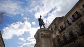 Статуя человека на улице европейского города шток Статуя человека Стоковое Изображение RF