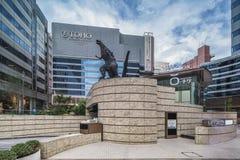 Статуя чудовища Godzilla радиоактивного в середине стоковое фото