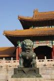 Статуя льва в запретном городе Стоковое Фото