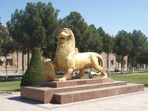 Статуя льва в Termiz, Узбекистане Стоковое Изображение RF