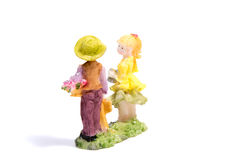 Статуя любовников мальчика и девушки на белизне Стоковые Фотографии RF