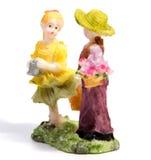 Статуя любовников мальчика и девушки на белизне Стоковая Фотография