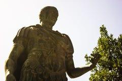Статуя Юлия Casar в Риме стоковые фотографии rf