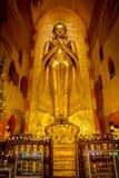 Статуя Ananda золотая Будды стоковая фотография rf
