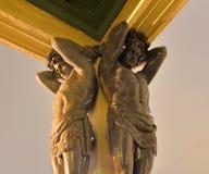 Статуя atlantes в здании новой обители стоковые изображения rf
