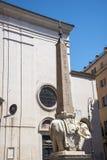 Статуя Bernini слона с обелиском на своей задней части в Риме Италии Стоковое Фото