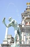 Статуя Brabo и руки гиганта, Антверпена, Бельгии Стоковая Фотография