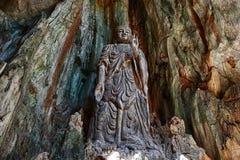 Статуя Budda в мраморных горах Стоковая Фотография