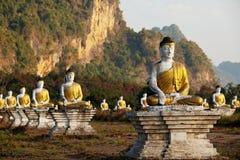 Статуя Buddhas стоковая фотография rf
