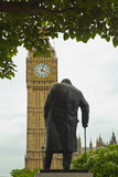 Статуя Chirchill с большим Бен парламент Великобритании Вестминстер Стоковое фото RF