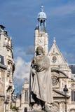 Статуя Corneille в Париже с церковью Сент-Этьен du Mont Стоковые Изображения