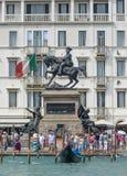 Статуя Equestrian Виктора Emmanuel грандиозного канала Стоковая Фотография