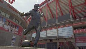 Статуя Eusebio Estadio da Luz в Лиссабоне, Португалии сток-видео