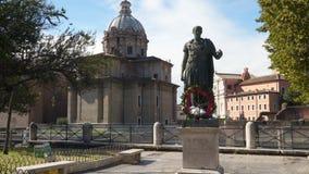 Статуя Gaius Жулиус Чаесар в Риме, Италии видеоматериал