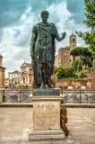 Статуя Gaius Жулиус Чаесар в Риме стоковое изображение rf