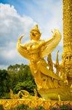 статуя garuda золотистая Стоковые Фотографии RF