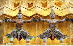 Статуя Giants вокруг виска Wat Phra Kaew изумрудного Будды LAN Стоковое Фото