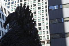 Статуя Godzilla в Hibiya стоковая фотография rf