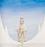 Статуя Guan im (Что о вероисповедании, в Таиланде, оно общественный) стоковое изображение rf