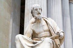 Статуя Herodot на здании парламента, вене стоковые фотографии rf
