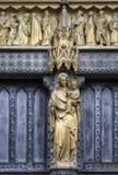 статуя jesus mary фасада церков Стоковая Фотография RF