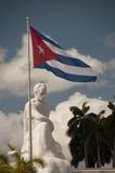 Статуя Jose Marti и флага кубинца Стоковая Фотография RF