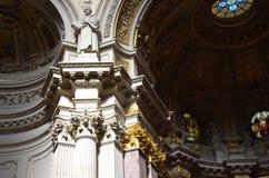 Статуя Luther предусматривая внутренность собора Берлина стоковая фотография rf
