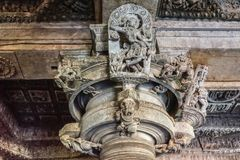 Статуя Madanakai на виске Hoysaleswara, Halebidu, Karnatake, Индии стоковые фото