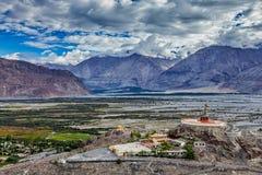 Статуя Maitreya Будды в gompa Diskit, долине Nubra, Ladakh, Inda стоковая фотография rf