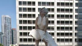 статуя marilyn monroe видеоматериал